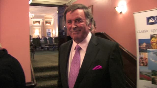 stockvideo's en b-roll-footage met terry wogan at the oldies at the celebrity video sightings in london at london england - terry wogan