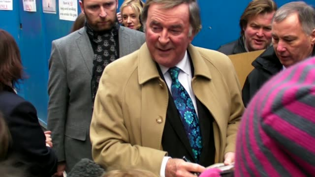 vidéos et rushes de terry wogan bbc london at the celebrity sightings in london at london england - terry wogan