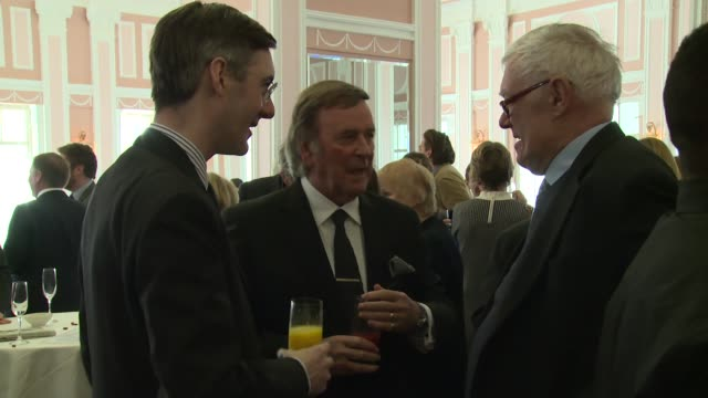 terry wogan & richard ingrams at the oldie of the year awards on february 4, 2014 in london, england. - terry wogan stock-videos und b-roll-filmmaterial