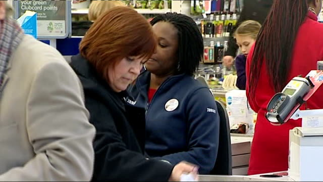 tesco offers to pay people on government work experience scheme location unknown ext entrance to tesco extra superstore tesco worker on checkout desk... - ローラ・クエンスバーグ点の映像素材/bロール