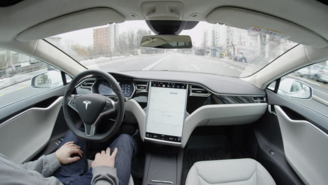 close up: tesla model s self-driving autopilot autosteering in urban city - mezzo di trasporto video stock e b–roll