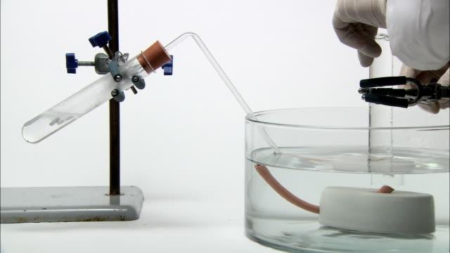 vídeos y material grabado en eventos de stock de test for hydrogen gas. - magnesio