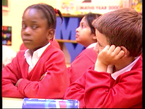 test results improve for 11 years olds; itn england: luton: southfields junior school: int tony blair mp posing with school children, tv presenter... - carol vorderman stock videos & royalty-free footage