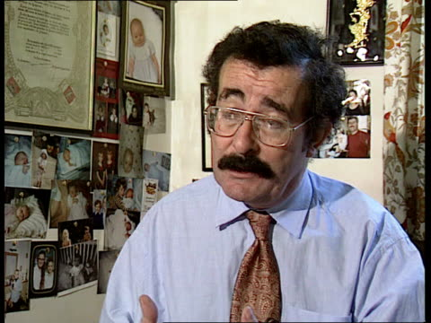 vídeos de stock, filmes e b-roll de test tube controversy int london hammersmith hospital professor robert winston intvw sot to pay 200 pounds is alright/ to pay 1000 pounds is... - human fertility