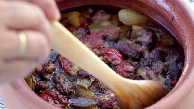 testi kebab a traditonal ottoman dish - ottoman stock videos and b-roll footage