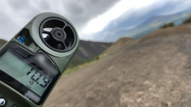 testing psychrometer against wind in colorado usa - wetterstation stock-videos und b-roll-filmmaterial