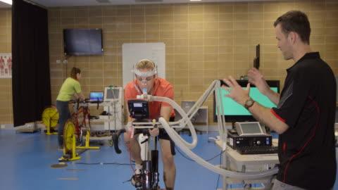 vídeos y material grabado en eventos de stock de pruebas de rendimiento deportivo - explorar nuevo territorio