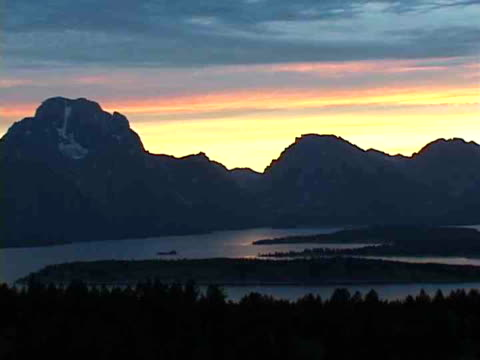 stockvideo's en b-roll-footage met ms, teton mountains by jenny lake at sunset, grand teton national park, wyoming, usa - plate met stilstaande achtergrond