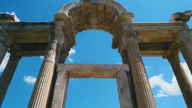 vidéos et rushes de tetrapylon sur aphrodisias - monument