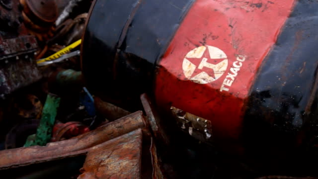 Texaco barrels abandoned in Amazonian dumpster