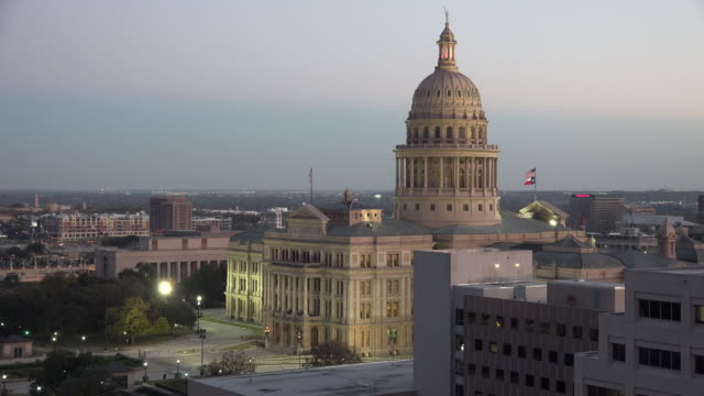 texas austin capitol building in evening - texas state capitol building stock videos & royalty-free footage