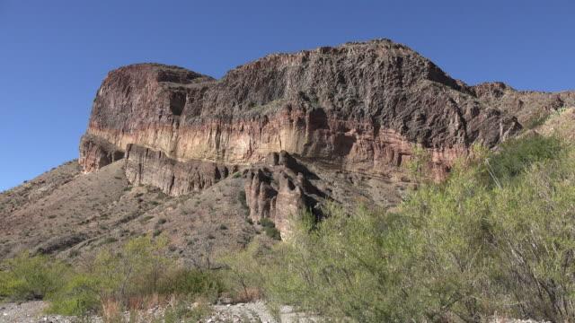 texas big bend burro mesa rock strata - rock strata stock videos & royalty-free footage