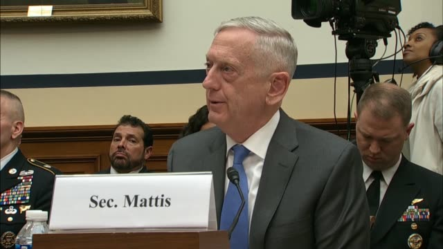 vídeos y material grabado en eventos de stock de texas congressman beto o'rourke presses defense secretary jim mattis at a house armed services committee hearing over the national security council... - departamento de defensa