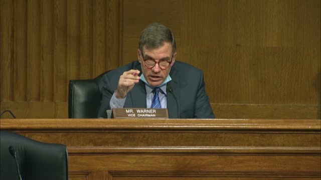 vidéos et rushes de texas congressman john ratcliffe tells senate select intelligence committee vice chairman mark warner he has no reason to dispute the findings of the... - homme politique