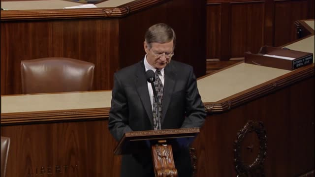 texas congressman lamar smith refers to accounts published on website gizmodo detailing efforts to block conservative views in the trending news... - censura video stock e b–roll