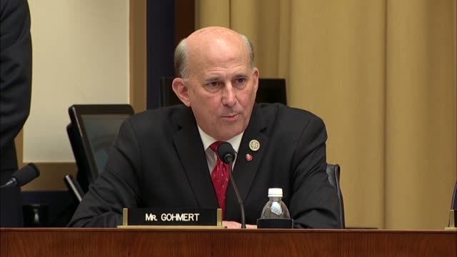 texas congressman louie gohmert asks deputy attorney general rod rosenstein at a hearing of the house judiciary committee about his authorship and... - 法廷審問点の映像素材/bロール