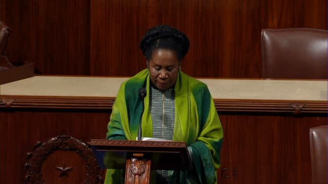 vidéos et rushes de texas congresswoman sheila jackson lee continues reading from the resignation letter of michigan congressman john conyers, conyers writing that is... - promulguer