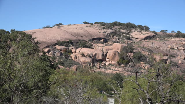 texas enchanted rock view zoom in - granite rock stock videos & royalty-free footage