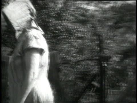 vídeos y material grabado en eventos de stock de 1946 montage texas gladdens singing folk tune while doing laundry / united states - grupo mediano de objetos