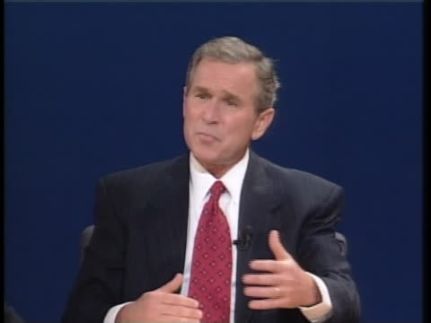 texas gov george w bush states that he will stand by israel and reach out to moderate arab nations during the second presidential debate of the 2000... - carolina del nord stato usa video stock e b–roll