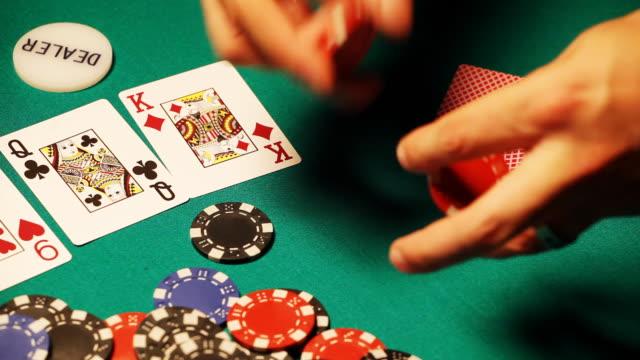 HD: Texas Hold'em Poker, playing
