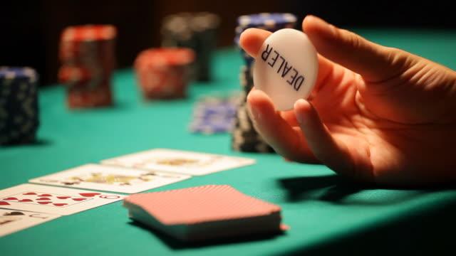 HD: Texas Hold'em Poker, rotating Dealer button