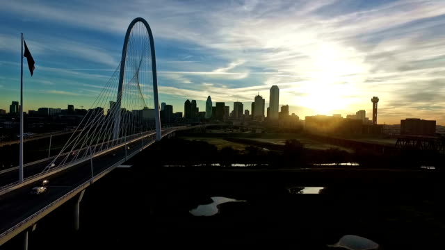 Texas Wahrzeichen Margaret Hunt Hill Dallas Downtown Skyline Reunion Brückenturm Sonnenaufgang Silhouette