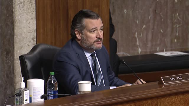 texas senator ted cruz asks twitter founder jack dorsey at a senate judiciary committee hearing on online suppression if the statement that absentee... - 創始者点の映像素材/bロール
