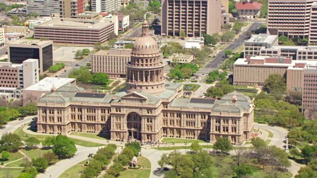 ws aerial zo texas state capitol building / austin, texas, united states - texas state capitol building stock videos & royalty-free footage