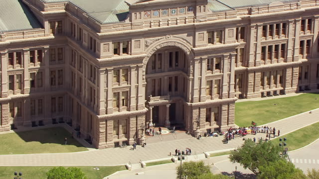 ms aerial zo texas state capitol building / austin, texas, united states - texas state capitol building stock videos & royalty-free footage