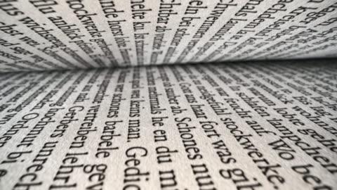 text på sidorna i en öppen bok - maskinskriven text bildbanksvideor och videomaterial från bakom kulisserna
