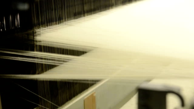 stockvideo's en b-roll-footage met textiel machine - katoen