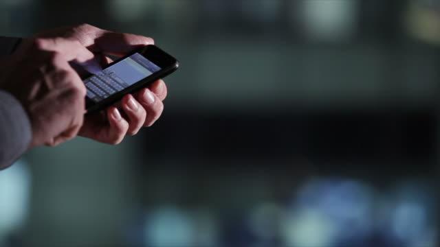 vídeos de stock e filmes b-roll de bs cm janela de mensagens de texto - agenda de telefones