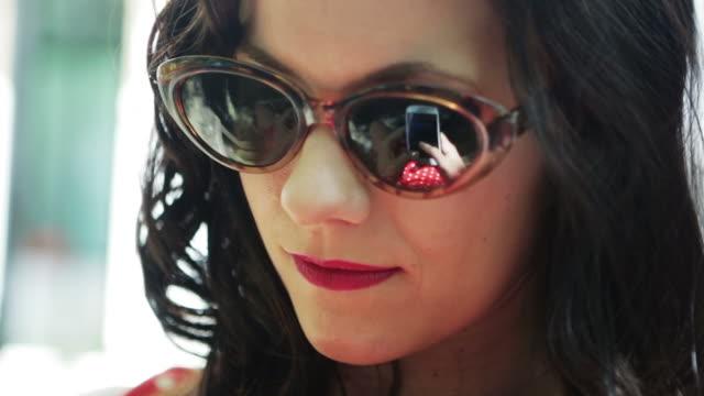 SMS mit Sonnenbrille LI CM