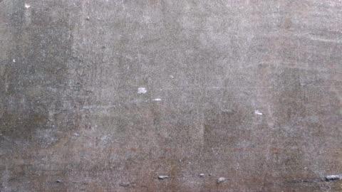 stockvideo's en b-roll-footage met textuur van de oude muur geschoten door slimme telefoon truck shot - omwalling