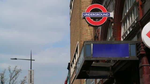 tfl underground sign outside camden town station - street style点の映像素材/bロール