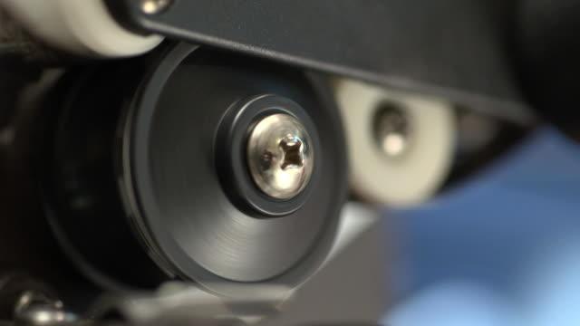 stockvideo's en b-roll-footage met ecu of th lower film loop of a projector - sprocket
