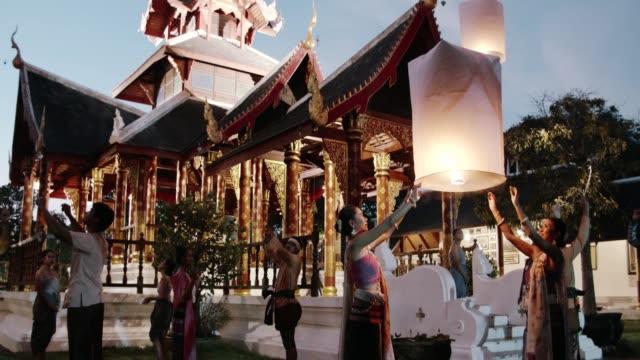 vídeos de stock e filmes b-roll de thai ancient culture : yi peng( paper lantern) festival - ano novo chinês