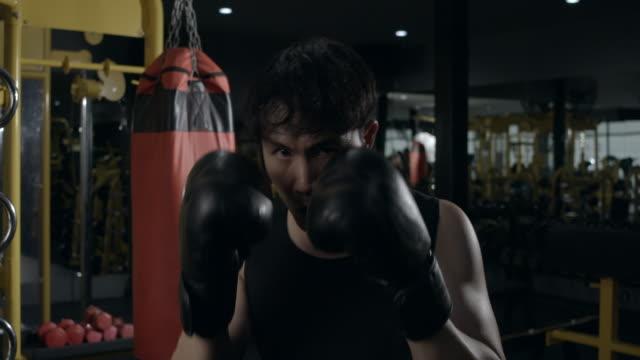 タイのボクシング練習。 - 格闘技リング点の映像素材/bロール