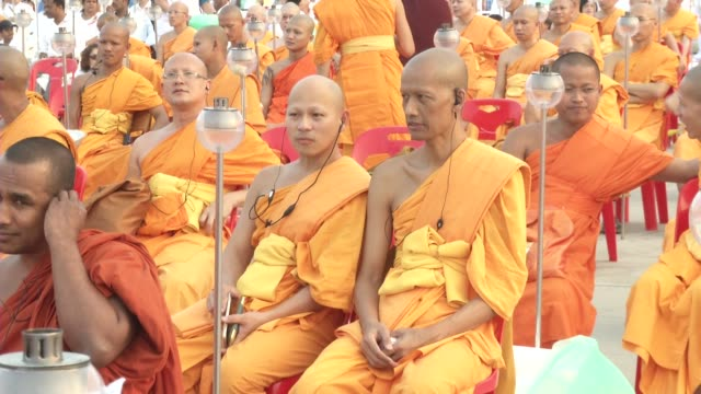 thai buddhists and devotees take part in a candle lighting ceremony at wat phra dhammakaya in bangkok, thailand. during the buddhist holiday of makha... - thai ethnicity stock videos & royalty-free footage
