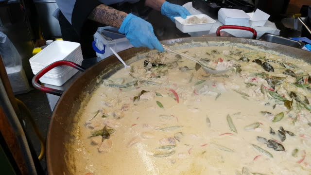 thai chicken dish being prepared on food market - market stall stock videos & royalty-free footage