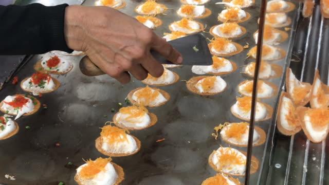 thai crispy pandcake ready to eat , bangkok , thailand - mestolo video stock e b–roll