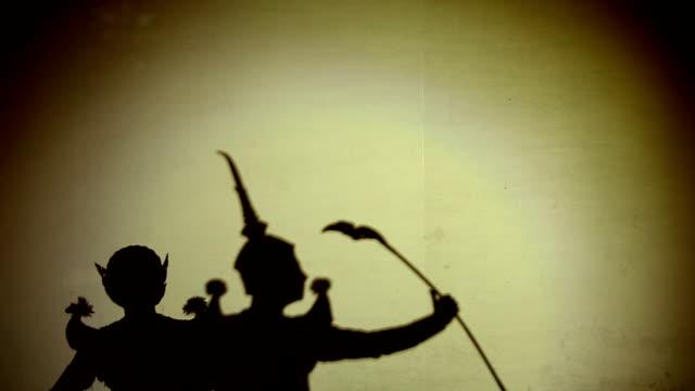 vídeos de stock e filmes b-roll de thai dança efectuar silhouetted - arte, cultura e espetáculo