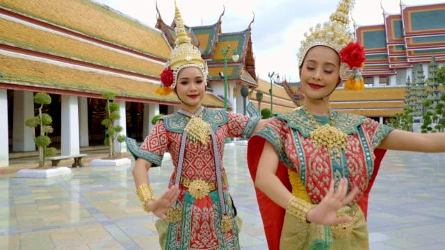 vídeos y material grabado en eventos de stock de thai dancers. bangkok. thailand. - tradición