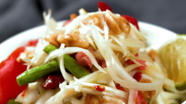 thai food: papaya salad - papaya stock videos & royalty-free footage