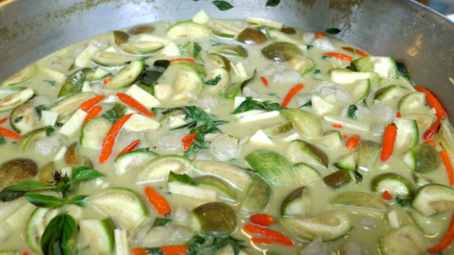 thai foods: chicken green curry - kang keaw wan. - thai culture stock videos & royalty-free footage