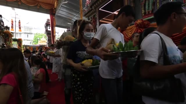 thai hindu devotees prepare vijaya dashami festival at sri maha mariamman temple ahead of a street procession at night on silom road in bangkok... - dashahara stock-videos und b-roll-filmmaterial