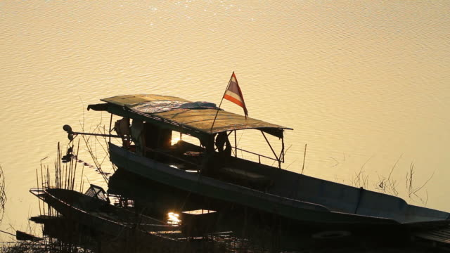 タイのタイローカルボート - ノンタブリー県点の映像素材/bロール