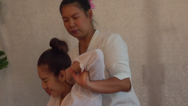 thai massage in spa - massager stock videos and b-roll footage