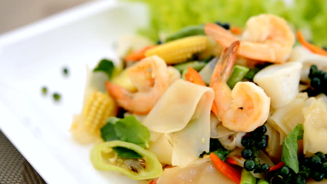 thai noodle spicy seafood - invertebrate stock videos & royalty-free footage